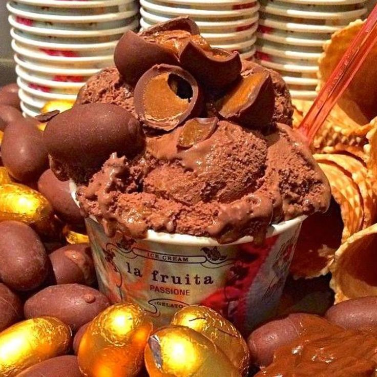 Easter Egg Gelato Belgian Chocolate with Thick Dolce Latte and Hidden Caramel Eggs. Made in Byron Bay specially for @eatstreet Find @baylato  with Hand made Icecreams, Gelati and Sorbets next to Chinese Gourmet BBQ #eatstreetmarkets Open Good Friday✨and Saturday 4.00 till 10.00