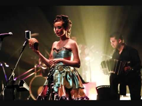 ▶ Bésame Mucho- Monsieur Periné (En vivo) - YouTube