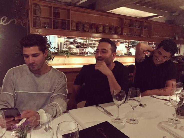 """5,711 Me gusta, 82 comentarios - Reik (@reikmx) en Instagram: """"Tómame una foto así como que no me doy cuenta que estoy en formación Reik hasta en la cena y fue…"""""""