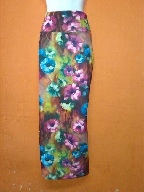 Falda larga elaborada en bucle