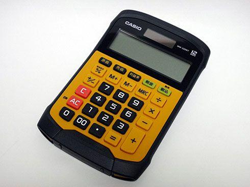 今回紹介するのは、カシオの防水・防塵電卓「WM-320MT」。水回りやホコリの多い場所でも問題なく使える電卓で、濡れた手で操作してもOK。太陽電池と補助電池の併用で、さまざまな状況下に対応できる電卓として魅力的な製品だ。