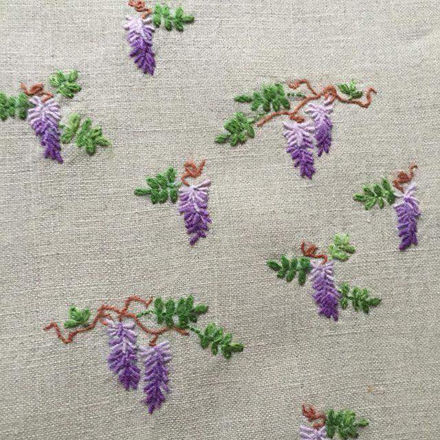 . . 課題の刺繍 刺し終わりました。。。 . #embroidery #Embroiderythread #flola #flower #instagood…