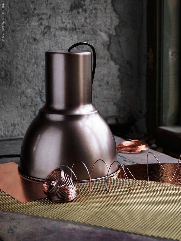 Nu är det säsong för extra belysning hemma. Mörkt ute och ljust inne är melodin. Lampan HEKTAR designad av Ola Wihlborg har kommit i en ny härlig nyans av brons.