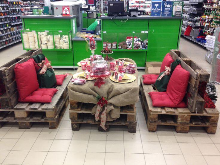 Un Natale originale, graffiante e caloroso  #pallet #salotto #Natale #riciclo #diy #CFadda #decorazione #addobbi