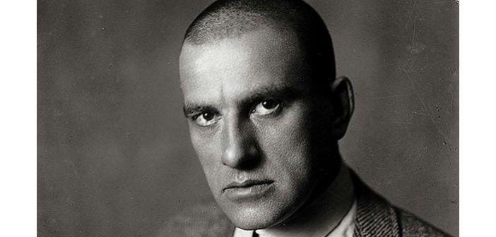 """ΔΙΑΒΑΣΤΕ το άρθρο του Παναγιώτη Μανιάτη (συγγραφέα του """"Η Ποίηση στην Οκτωβριανή Επανάσταση"""" του Δίαυλου), με αφορμή τη συμπλήρωση 85 χρόνων από την αυτοκτονία του Βλαντιμίρ Μαγιακόφσκι.  Περισσότερα για το βιβλίο: http://www.diavlosbooks.gr/…/i-poiisi-stin-oktobriani-epana…-"""