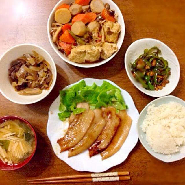 副菜が充実したある日の夕飯です - 3件のもぐもぐ - 豚肉のポン酢炒め、キノコサラダ、里芋と人参と巾着の煮物、ピーマンとエリンギの炒め物 by sato5