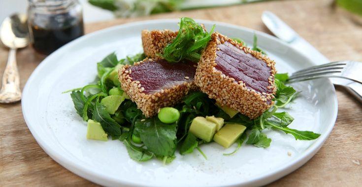 Een gezonde lunch met deze tonijnsalade. Lekker, simpel en voor al gezond. Met goede vetten van de tonijn en de avocado. Mijn favoriete lunch!