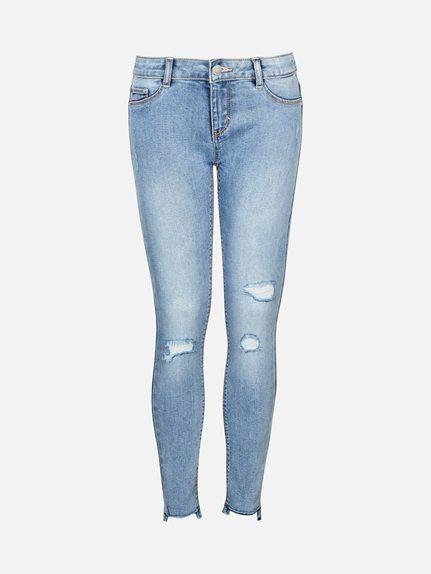 Den ultimate favoritten! Jegging Jade har en smal passform og er laget i en supermyk stretchkvalitet. Jeansen har to lommer bak og to fuskelommer foran. Lys blå