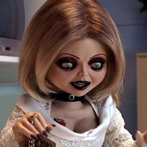I actually found tiffany rays death to be pretty upsetting. You realize Tiff just wanted what every woman wants, a family. A perfect husband, and children, (Chucky, and her children Glen and Glenda), but she never got to start her new life....#brideofchucky #seedofchucky #tiffanyray