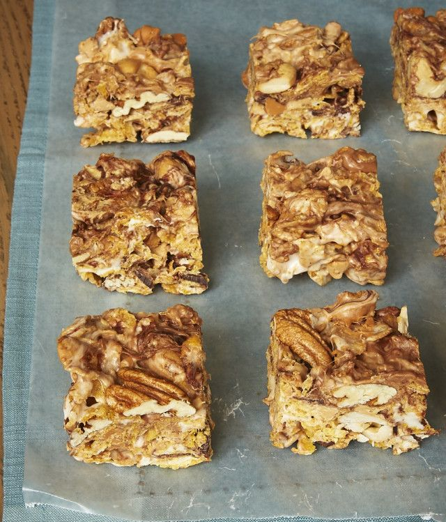 These no-bake Sweet and Nutty Corn Flake Bars are packed with all kinds of good things. Kids of all ages will love these! - Bake or Break