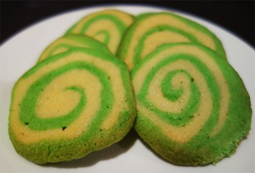 Use your Thermomix to make colourful spiral cookies. These are impressive looking and yet surprisingly simply to make. You can use any combination of colours and they are a great festive treat. http://www.thermohow.com/spiral-cookies/