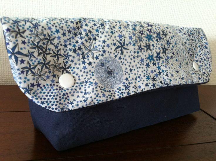 Pochette à couches Liberty bleu étoiles toilette bébé : Puériculture par l-atelier-cousette