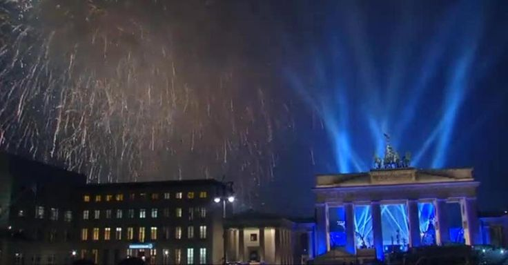 Durch ein großes Polizeiaufgebot und konsequentes Einschreiten konnten massenhafte Übergriffe wie in der Silvesternacht 2015 in Köln in diesem Jahr verhindert werden. Doch aus anderen deutschen Städten wurden durchaus Übergriffe gemeldet – in Hamburg waren es beispielsweise 14. Und in Berlin 22, wie die zuständige Polizeidirektion FOCUS Online mitteilte.