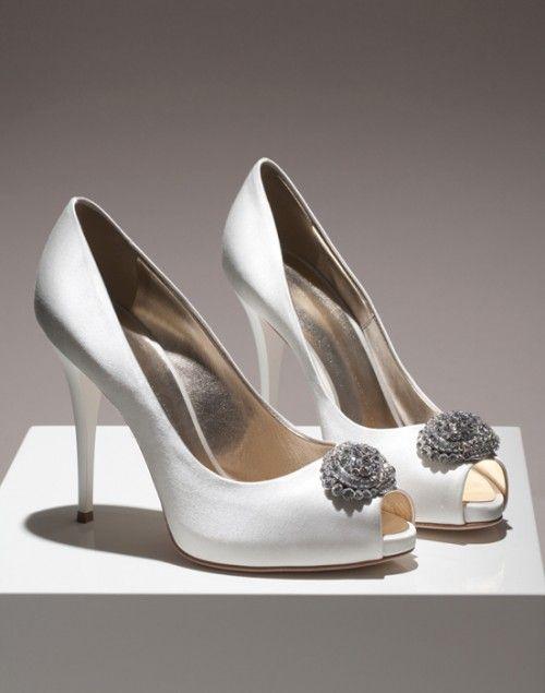 Zapatos de novia elegantes con la punta abierta - Foto Giuseppe Zanotti