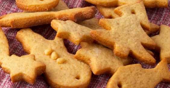 Fare in casa i biscotti è davvero una grande soddisfazione. Potrete preparare dei biscotti fatti in casa per la merenda e per la colazione, ad esempio dei frollini, ma anche dei biscotti da regalare, magari utilizzando delle formine particolari, a seconda delle occasioni.