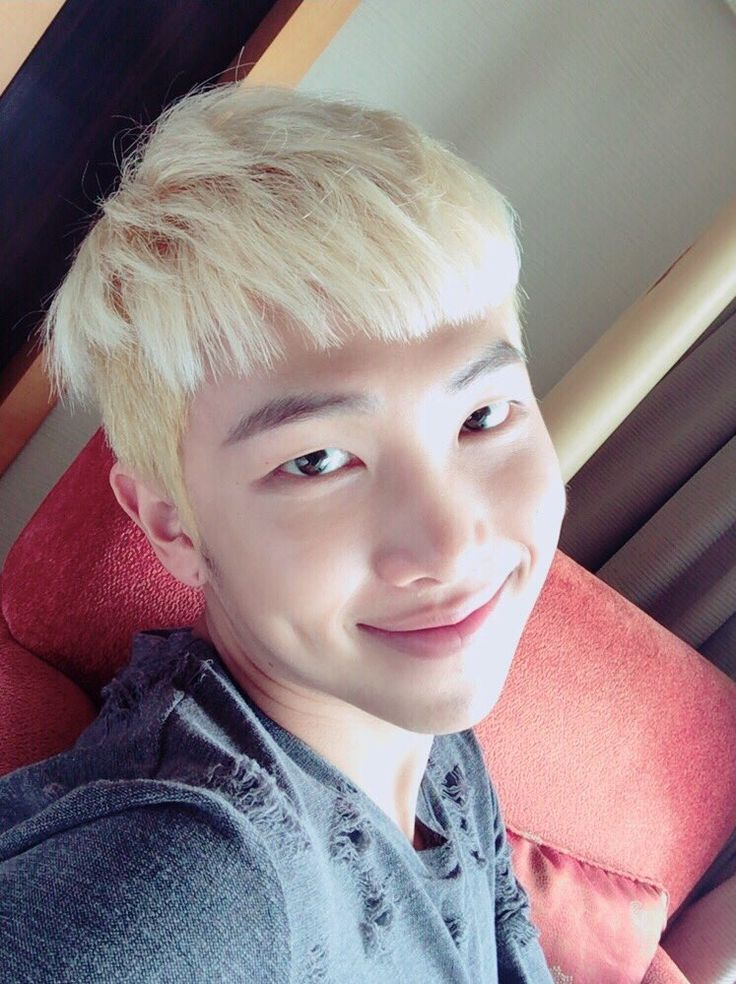 Rapmonster ❤ [Bangtan Trans Tweet] 투톤 탈출해습니다 / I've escaped the two tone hair colour (meaning his hair is now fully blonde) #BTS #방탄소년단
