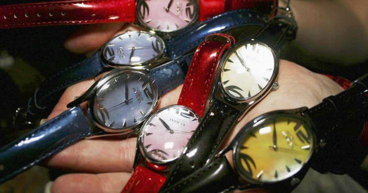 Cómo evaluar los relojes Invicta. El Invicta Watch Group of Florida produce relojes para dama y caballero de costo moderado y elevado con movimiento automático, mecánico y de cuarzo. Invicta no produce sus propios mecanismos, pero ensambla sus piezas en base a sistemas de precisión suizos y japoneses que son suministrados por proveedores independientes. Entre la amplia gama de ...