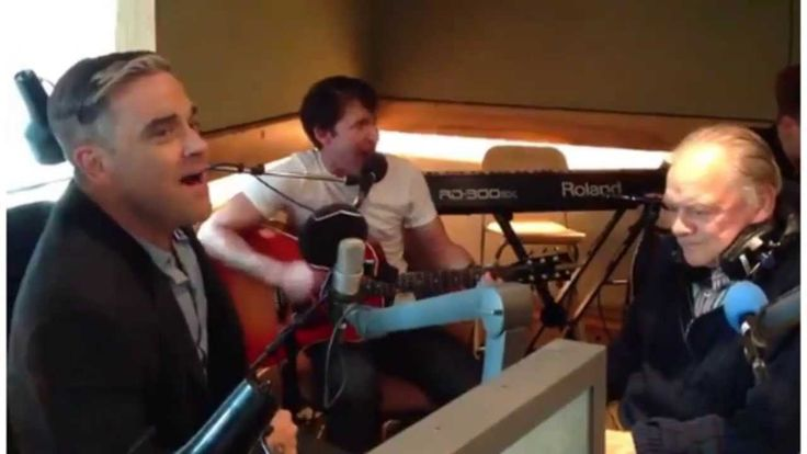 Robbie Williams Joins in with James Blunt singing Bonfire Heart
