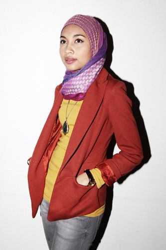 """Songstress Yuna Zarai's Hijab-Chic Style #refinery29  http://www.refinery29.com/malaysian-musician-yuna-zarai-s#slide9  Favorite songs for:A lazy day at home—""""I'm Safer on an Airplane"""" by Copeland.Getting ready to go out—""""Jealous of Roses"""" by BibioA roadtrip —""""Sedih"""" by HujanKaraoke duet—""""Endless Love"""" by Mariah!!!Yuna wears a jacket from a vintage store in London; Casio watch; and a scarf she got in London."""
