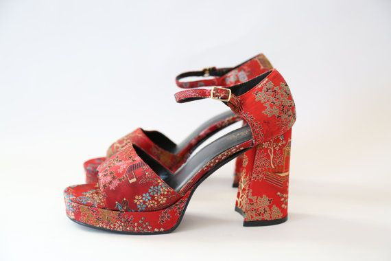 vtg 90s RED embroidered Oriental Asian print CHUNK dress heels Platforms sandals   - Killer Vintage 1990s High Lights Chunky Platform heels.  - Womens size 9  - Embroidered satin uppers  - Great Vintage condition Fits like: 9 Hell: 4 Brand/maker: High Lights       SHIPPING:   Please contact me with any questions you may have before you bid with delivery confirmation. I will combine multiple purchases to save on shipping costs. DOMESTIC SHIPPING: •All orders are shipped via USPS PRIORITY…