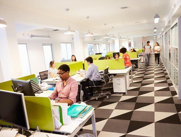 biasanya kalau penyewa ruang kantor biasanya masih kosong karena akan didesain sesuai kebutuhan penyewanya. Yang terjadi sekarang ini karena alasan efisiensi.  #kantor #ruangkantor #sewakantor