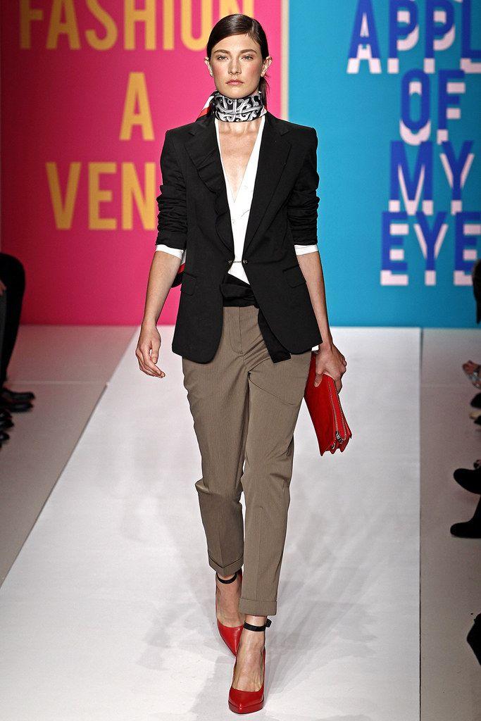 DKNY Spring 2011 Ready-to-Wear Fashion Show - Jacquelyn Jablonski
