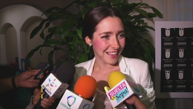 Ariadne Díaz reacciona a los besos de Lucía Méndez con su novio (VIDEO)