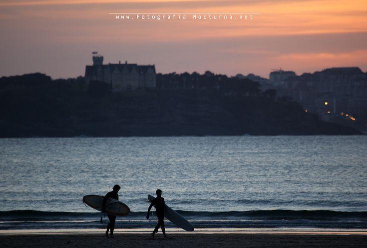 Desde #Somo #surf #PalaciodelaMagdalena #horaazul #atardecer #Santander #fotografía nocturna #fotógrafonocturno