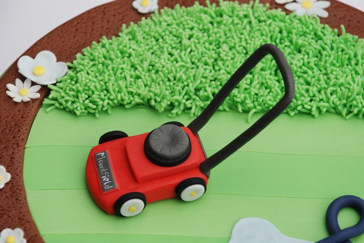Garden lover, lawn mower cake, sugar lawn mower