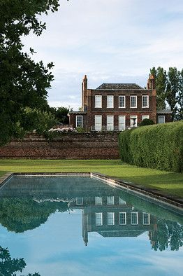 Pool perfection, boxwoods. (Petersham House, England, WSJ, photo by Martin Morrell)
