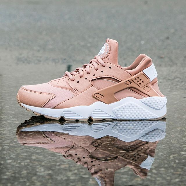 Spring into action with the Nike Women's Air Huarache. Available now at Jimmy Jazz #Nike #huarache