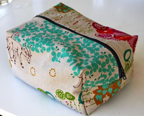 Boxy Cosmetic Bag Tutorial,bag tutorial
