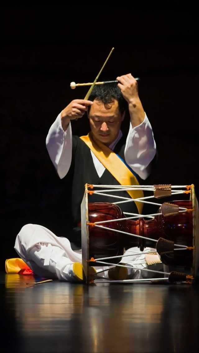 Janggu: Traditional Korean drum.