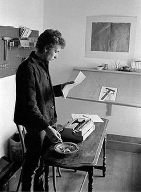 9- 1964 BOB DYLAN WRITING NOTES IN THE WHITE ROOM