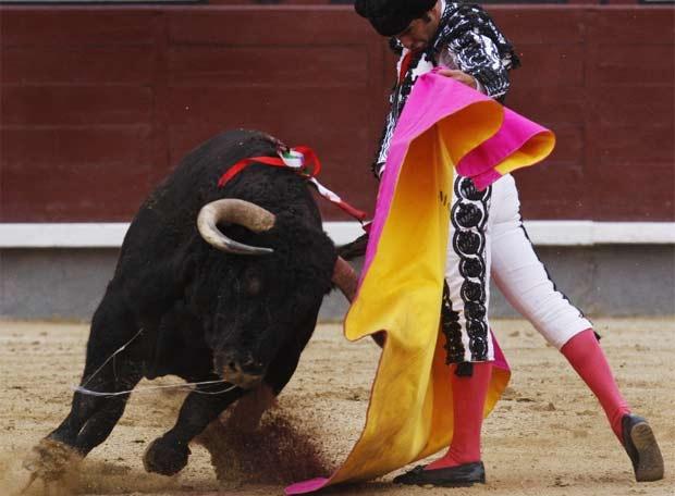 #OJOALDATO En sus 'enfrentamientos' en este 2012, Morante de la Puebla y El Juli - Juliàn Lopez promedian 3,13 orejas por tarde. El Juli ha cortado 18 orejas frente a las 7 de Morante.... El 29 de septiembre, ambos torean con Padilla en Pozoblanco, donde también habrá un cartelazo de rejones. ¡Tienes abonos desde 67 euros! http://www.toroticket.com/174-pozoblanco-cordoba