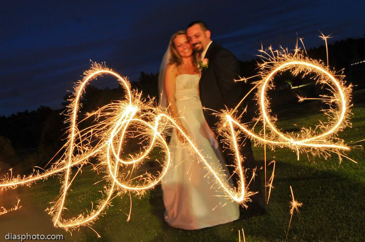 Wedding Photo Idea Long Exposure With A Sparkler