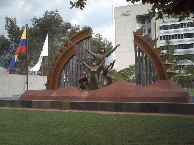 Renacer. obra de Salvador Arango. IDEA. Cll. 42 #52-259 Medellin