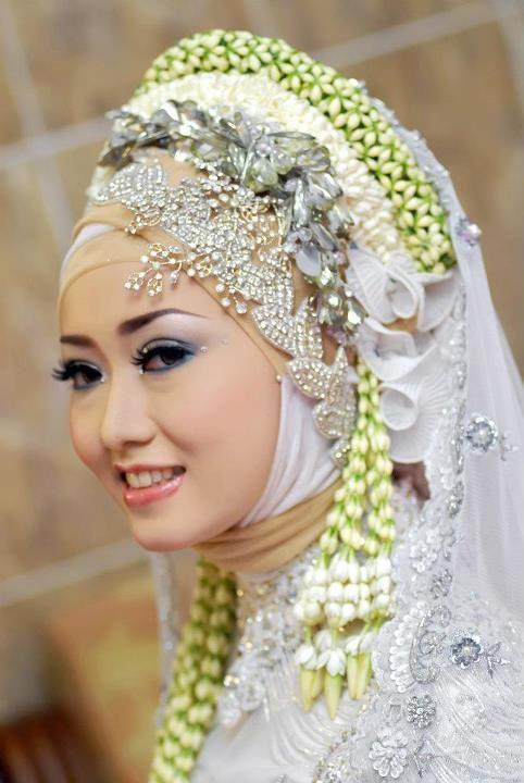 Melati for Indonesian muslim bride hijab.