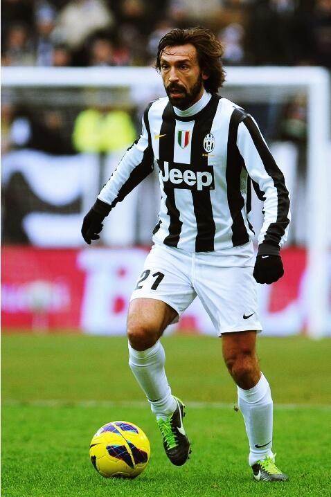 """""""Cuando dicen que el fútbol solo es correr tras un balón, yo les digo: La vida es solo nacer, crecer y morir""""- Pirlo pic.twitter.com/Cgex6MrTMi"""