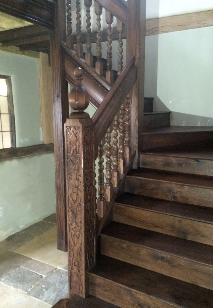 Best Oak Staircase With Carved Newel Post And Barley Twist 400 x 300