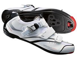 Buty 15 Shimano SHR-088 białe. Twarda, odporna na rozciąganie sztuczna skóra. #butyrowerowe