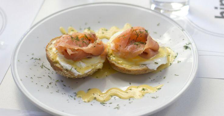 Όταν τα αυγά Benedict βρήκαν το hip τους  Hip, Μητροπόλεως 26, τηλ : 210-30154698
