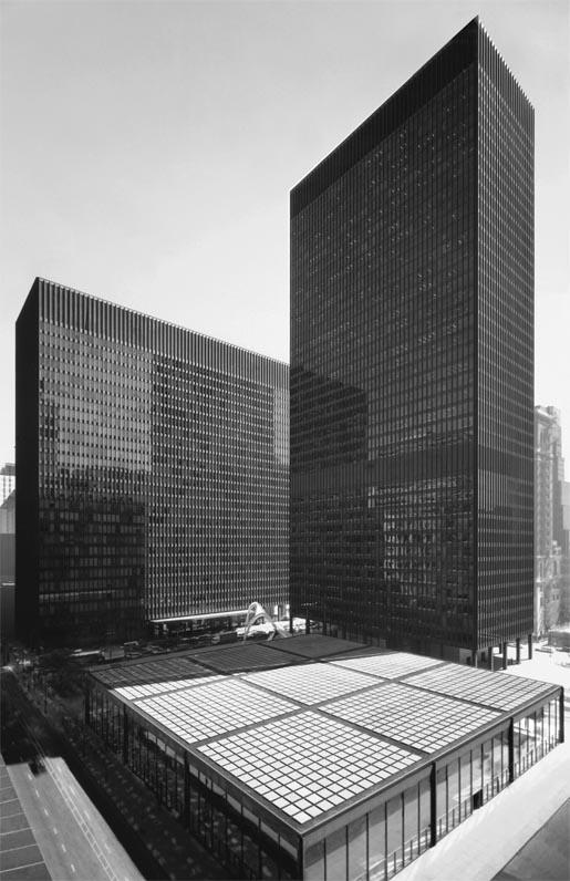 Urban Networks: ¡Dadme un módulo y crearé un mundo! Un análisis del Federal Center de Mies van der Rohe en Chicago.