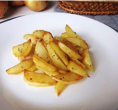 Хрустящий, с нежной корочкой, такой аппетитныйСегодня предлагаю приготовить жареный картофель…