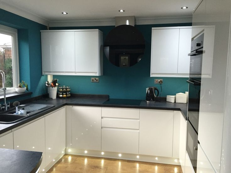Howdens Clerkenwell kitchen , Round black extractor fan , Vardo Farrow & Ball paint, White gloss kitchen