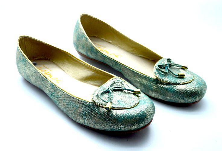 BALETA AZUL Comodidad y estilo en un solo zapato, estas baletas en material alternativo son perfectas para ti.  Cómpralas aquí:http://bit.ly/baletas_azules