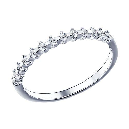 Если вы предпочитаете белый металл, но сомневаетесь, какое украшение выбрать, обратите внимание на тонкое серебряное кольцо с фианитами.
