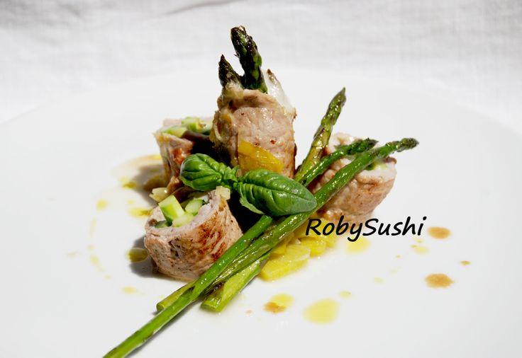 ROLL DI PROSCIUTTO DI MAIALE E ASPARAGI! The recipe is on:  http://robysushi.com/2014/06/04/5-ingredienti-5-mosse-una-ricetta-roll-di-prosciutto-di-maiale-e-asparagi/ Try it!