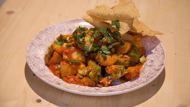 Zoete aardappelcurry met papadums - Recept | 24Kitchen