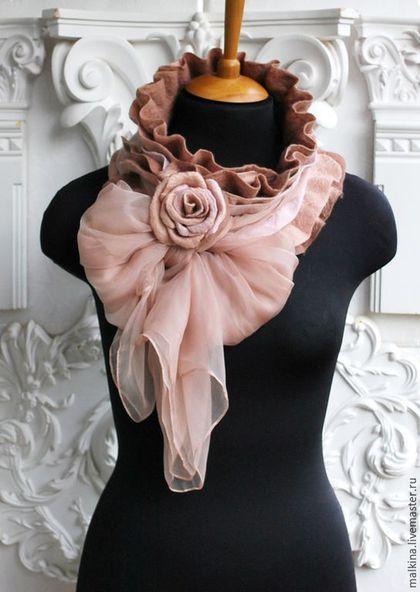 Купить или заказать Шарф-воротник Кремовая роза в интернет-магазине на Ярмарке Мастеров. Красивый,нежный,валяный шарф из шерсти итальянского мериноса,нитей шелка с отвязывающимся,невесомым шифоном,который может быть красивым самостоятельным шарфиком. Брошь-роза,которая поможет застегнуть шарф,совершенно по разному. Пересылка почтой России 300 р. -------------------------------------------------------------------------- Если Вам понравился мой магазин и Вы хотите получать информацию о…
